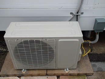 Solar Air Conditioner uses just three solar panels  Off grid